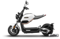 Electric scooter riders need to carry license and wear helmets