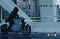 Da Vinci DC100 electric motorcycle with a 400 km range can balance and follow you